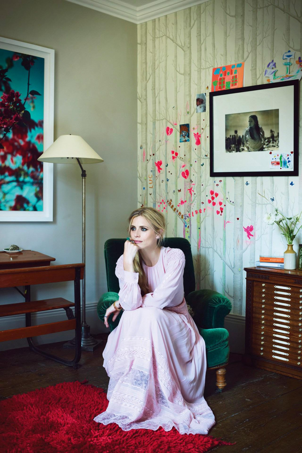 At home with @laurabailey_uk - join Vogue for a tour: http://t.co/EpUUeQE6eO http://t.co/hcklyHazd8