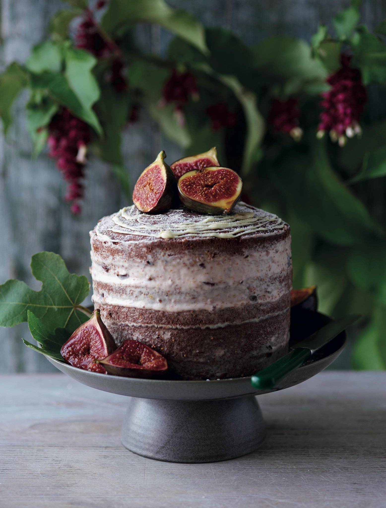 Have you tried the naked cake trend yet? Then let us introduce: naked chocolate cake http://t.co/UkkLi0si75 http://t.co/jAgkl0zIJR