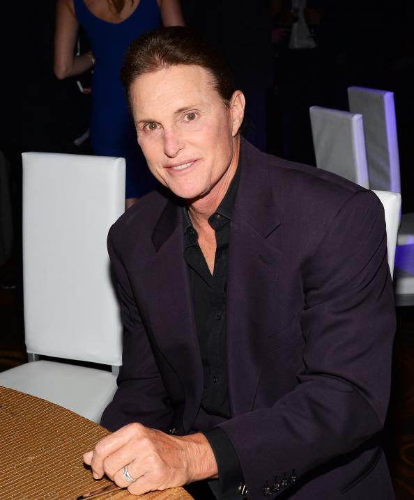 Bruce Jenner fans paint their nails in solidarity: http://t.co/aYYuE4wBXD http://t.co/rfQiJ5uN6j