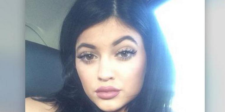 THIS is the best way to try the Kylie Jenner Lip Challenge. Absolutely. http://t.co/edx2tq1owq http://t.co/oCnB1TgAmc