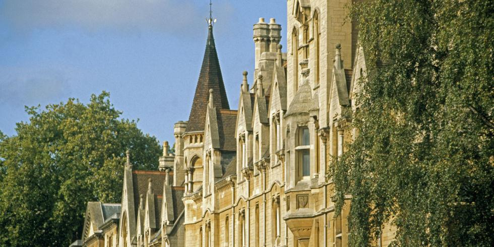 Calls for change at Oxford University after two students commit suicide in 3 months http://t.co/R9MCIKQO3B http://t.co/SYoD1x4a20