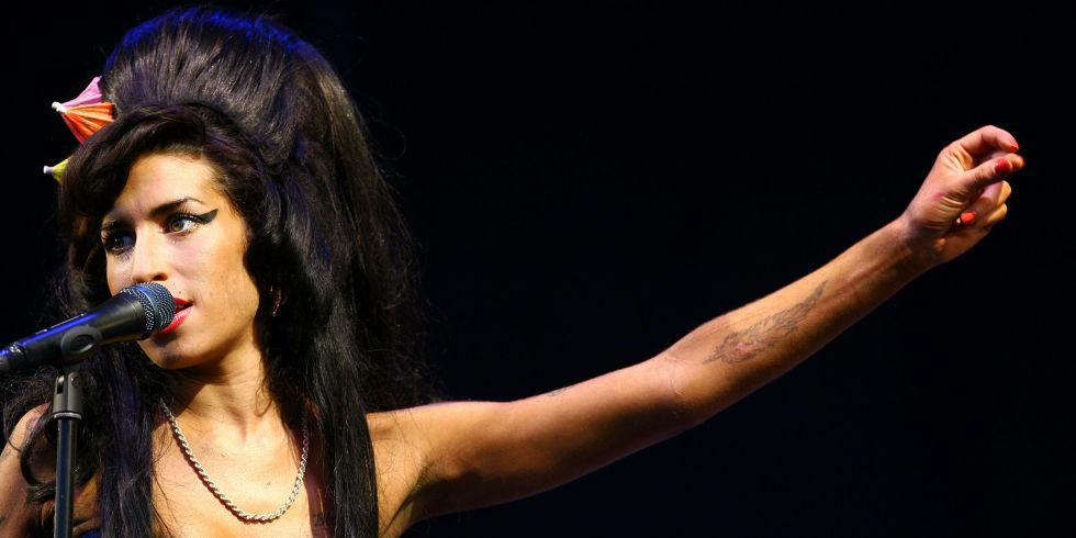 Here's Why Amy Winehouse's Family Is Pissed About Her Documentary: http://t.co/MXtaEu71uJ http://t.co/xK5M0v5i31