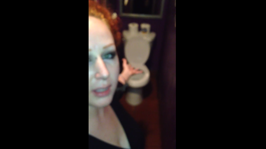 What this woman found in a bar's women's restroom is seriously DISTURBING AF 😳😳😳 http://t.co/uLNWw7Lqsk http://t.co/ZIpde5EFzF