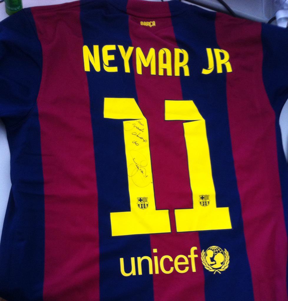 Olha aí a camiseta do craque @neymarjr ! Quer ganhar? Use #NeymarNoCQC durante o programa de hoje! http://t.co/Xm6xLOenpC