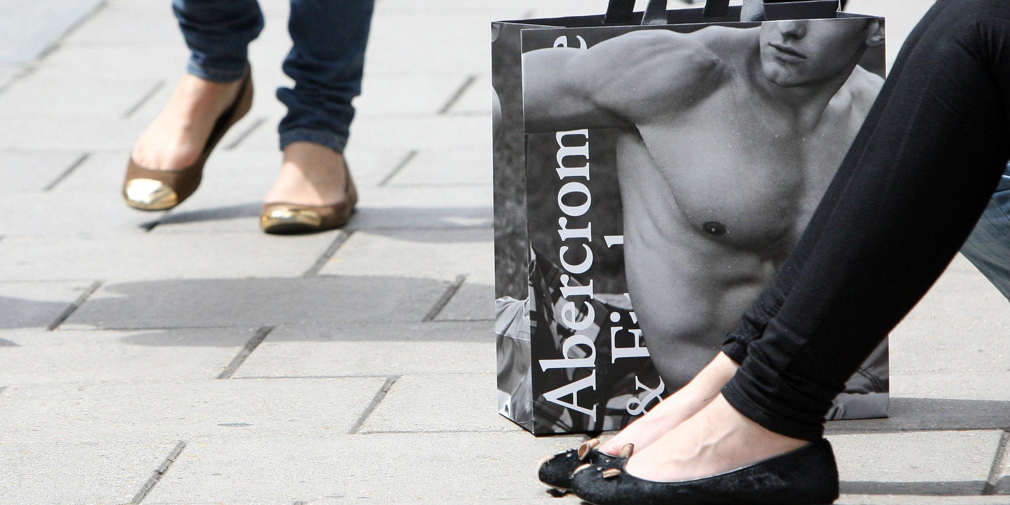 ICYMI: Abercrombie's hot salesclerk policy is over and sexy photos are disappearing from bags http://t.co/MV0jXKaCul http://t.co/CdXlCaE0PX
