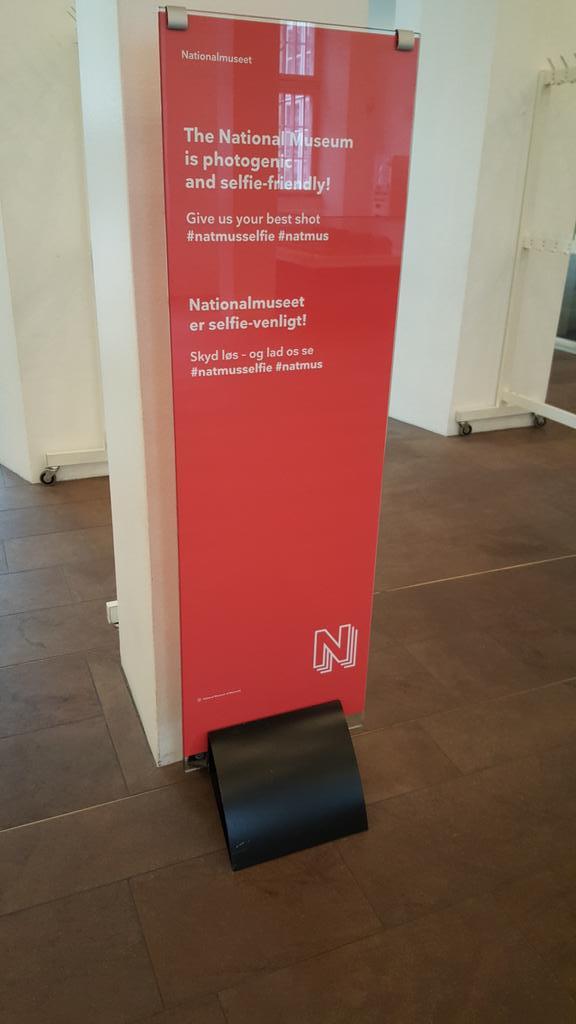.@rosemarybeetle @nealstimler More mobile signage from @Nationalmuseet http://t.co/j9ur4wjn54