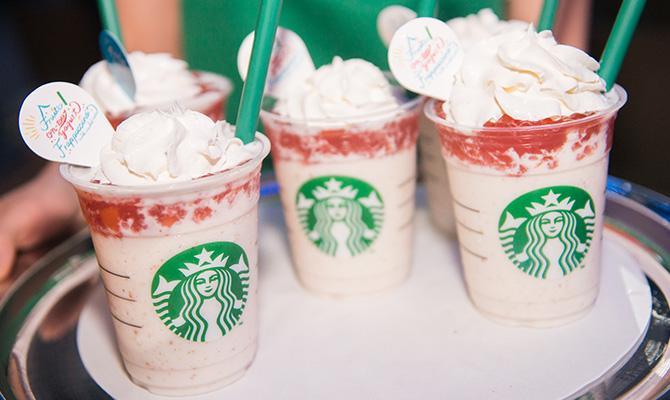 """Starbucks Summer Party 2015 Fruits-on-top-yogurt Frappuccino"" フラペチーノで初夏を彩る、スターバックスのサマーパーティ。 http://t.co/X954kVXo18 http://t.co/Ycq4J77fl4"