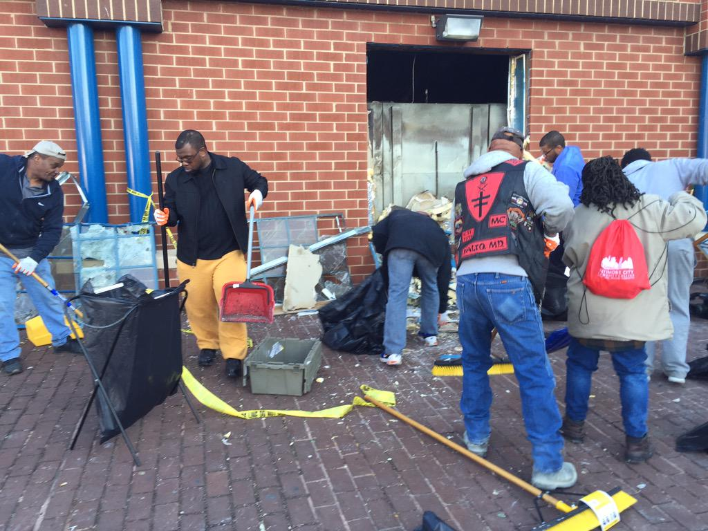 Large group of volunteers cleaning up that burnt out CVS in Baltimore http://t.co/84BVzu7SWS
