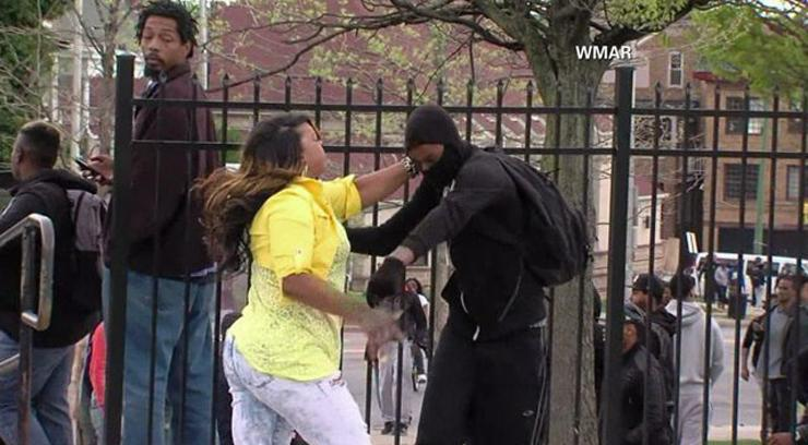 'Mom of the year': Woman praised for smacking rioting son http://t.co/UG0XsDfaEY #BaltimoreRiots http://t.co/oEcoUzIx2o
