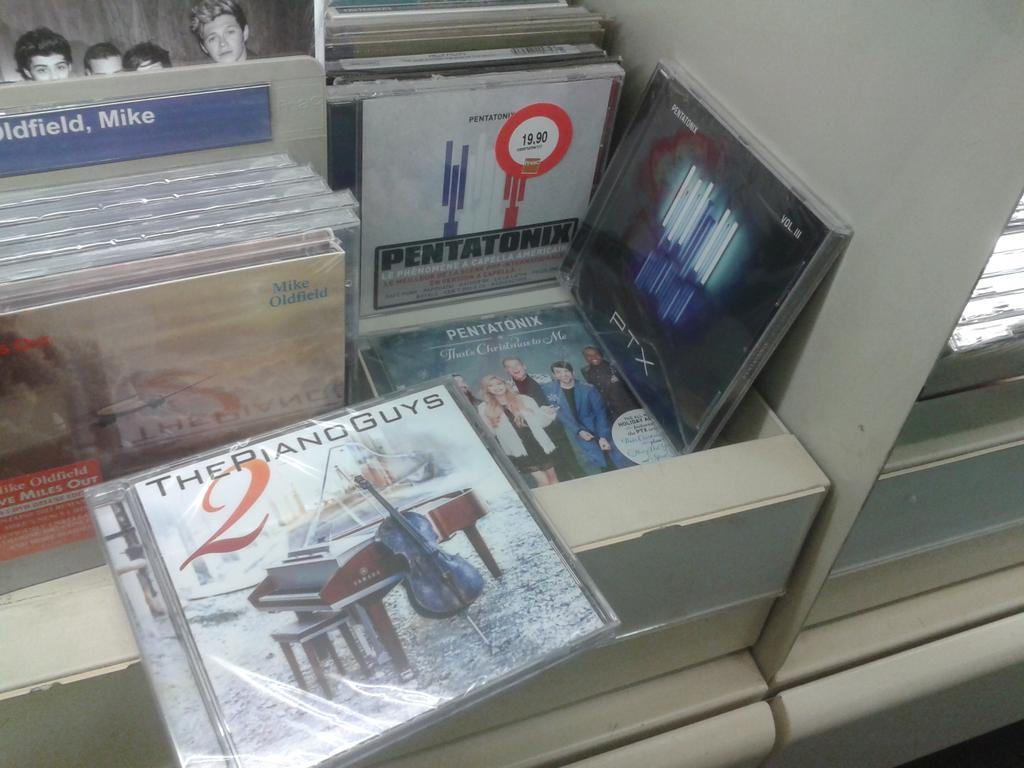 Shopping's day and look what I fall on @LindseyStirling @PianoGuys @PTXofficial @Pentatonix_fr @LS_GER http://t.co/tre1gDf5EV