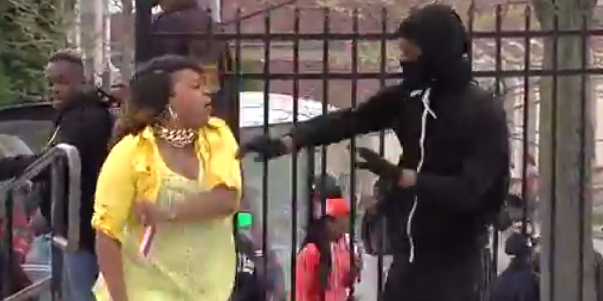 Baltimore mother notices her teenage son rioting, pulls him from the crowd to slap him: http://t.co/jdkoGocMOl http://t.co/SWVxl4q8Yd