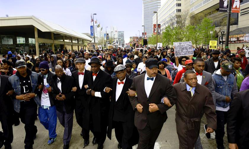BREAKING - http://t.co/txj8vsik5L - Baltimore Gangs Are Uniting To Stop The Violence And Rioting #BaltimoreUprising http://t.co/ids2CtrtdD