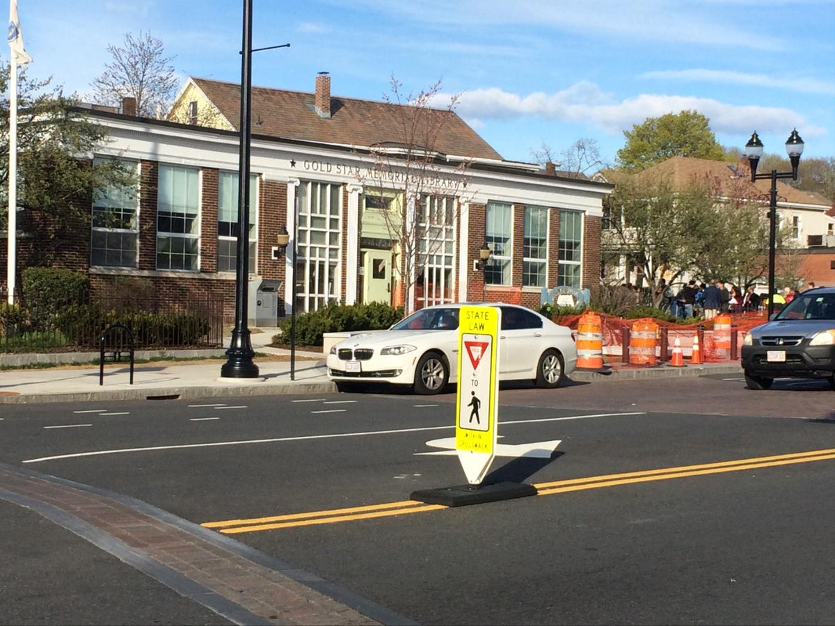Not enough yielding happening at this well-marked crosswalk! :( #WalkTheVille http://t.co/Vnk585l5vc