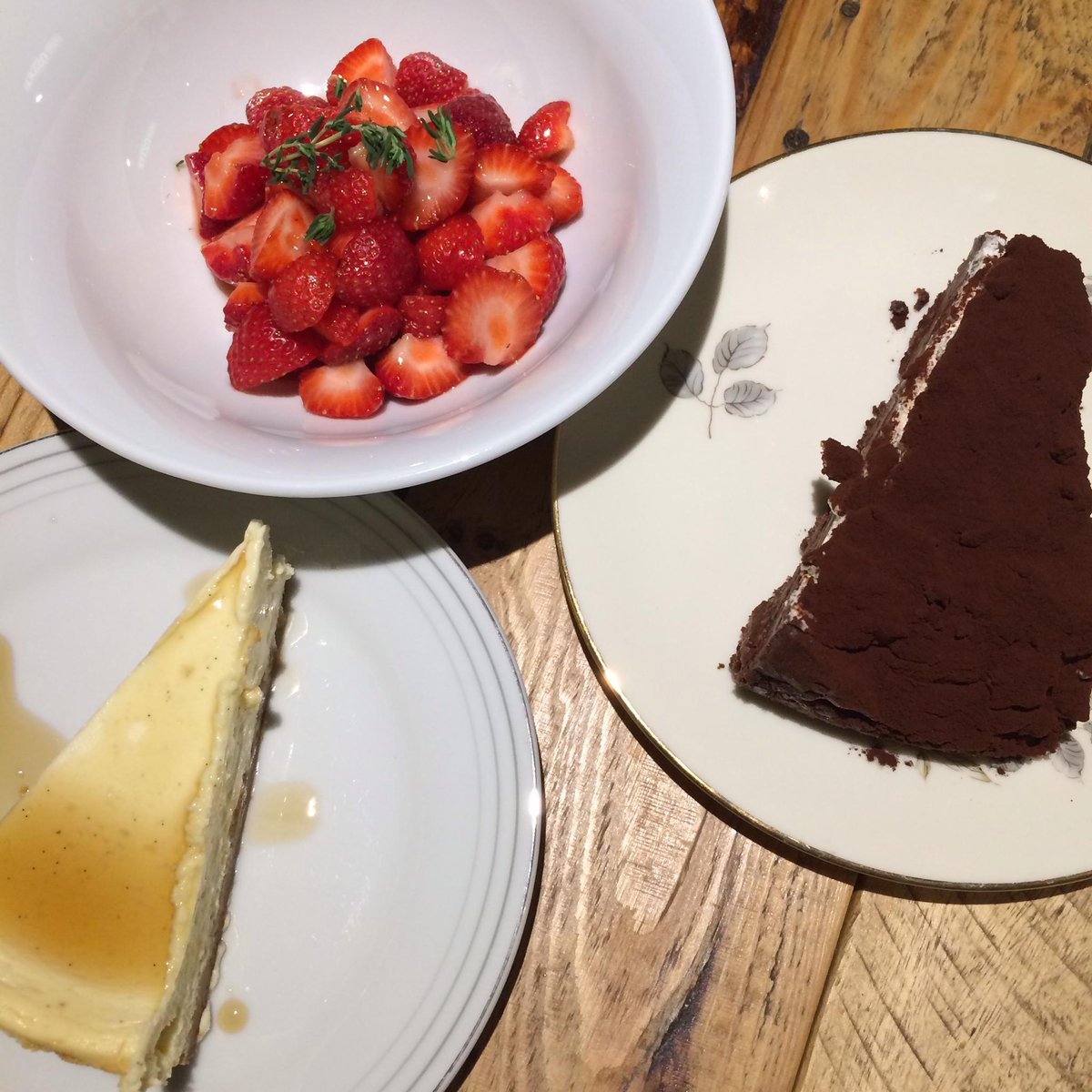My pudding was 3 actually: mississippi mud pie, cheesecake, strawberries @abouttimemag @jellymalin #BeachPlease http://t.co/ebD5DgA7mc