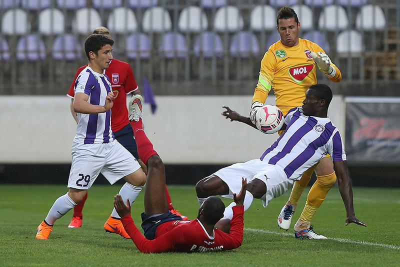 Bardhi (#29) during the game