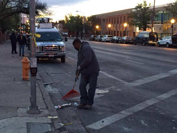 The media didn't show you #Baltimore working together to clean up neighborhoods: http://t.co/3hJG7g2J4r #FreddieGray http://t.co/Pmf47gsvJK