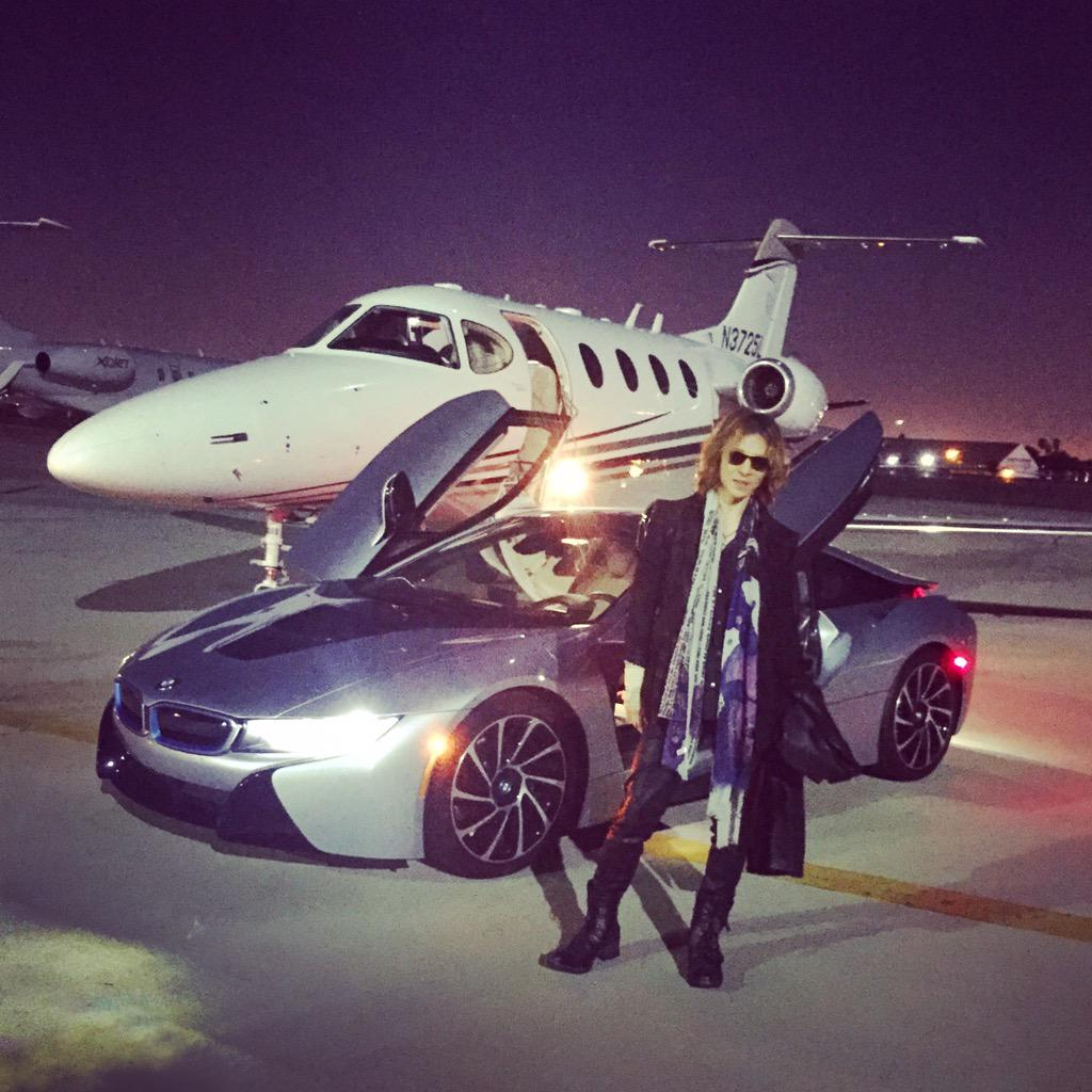 Just landed in #LA.. Now Im going to the studio! pic.twitter.com/87eh9chcQC