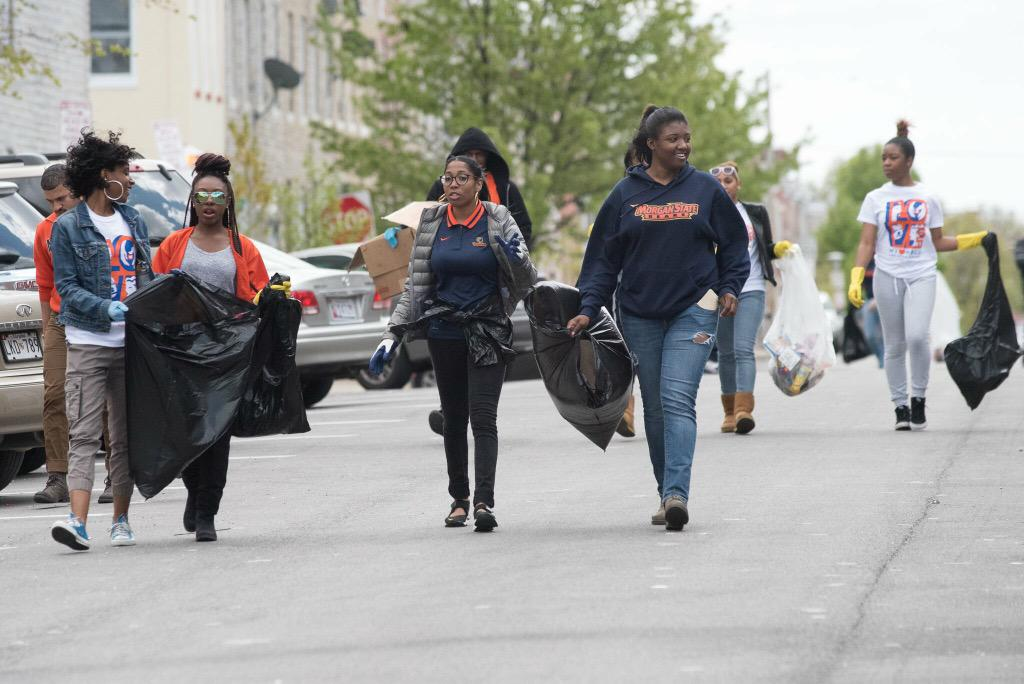 200+ MorganState students helped to #cleanup #Baltimore. So proud. #MSUcleanup #BaltimoreRiots http://t.co/huJ4imvQYn