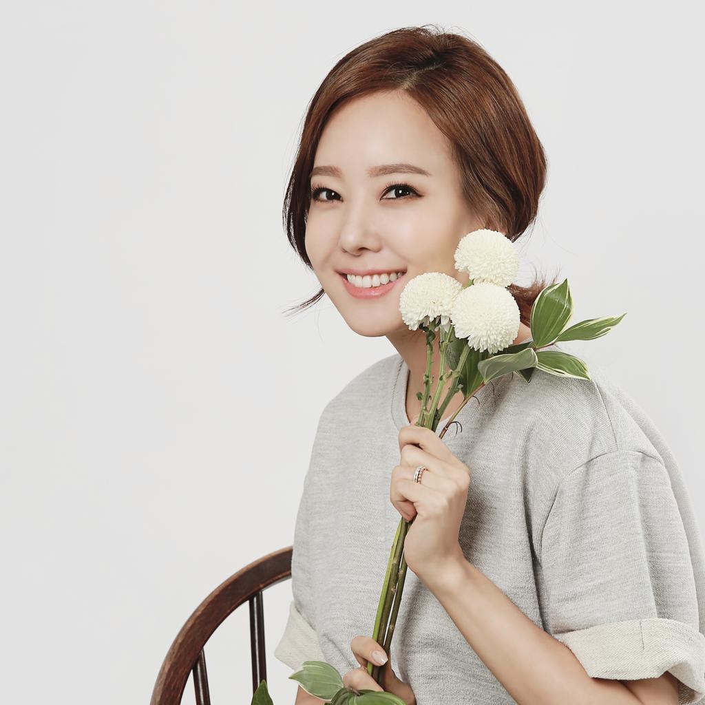 꽃과 함께 촬영^^ 향긋♡ http://t.co/whIBB9B5PI