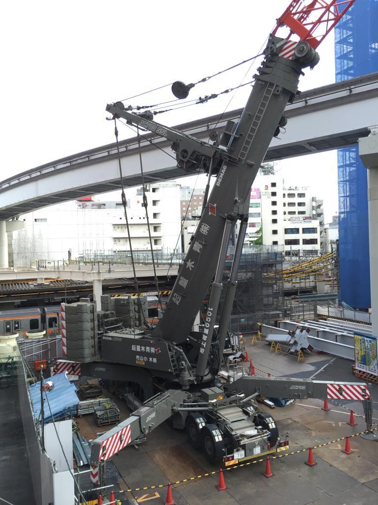 立川駅で強そうな重機が稼働してた。 pic.twitter.com/2OsVfVsyp9