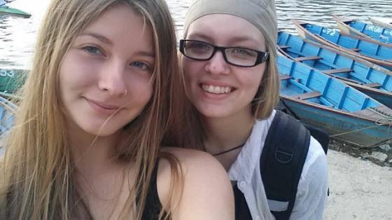 Vermisst in #Nepal, im #Langtal-Tal: Leonie Elsner + Nina Stechmann (20) aus Lehrte. Jede Info willkommen. Bitte RT.