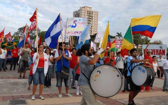 Foreign Students to Participate in the Int'l Workers' Day Parade