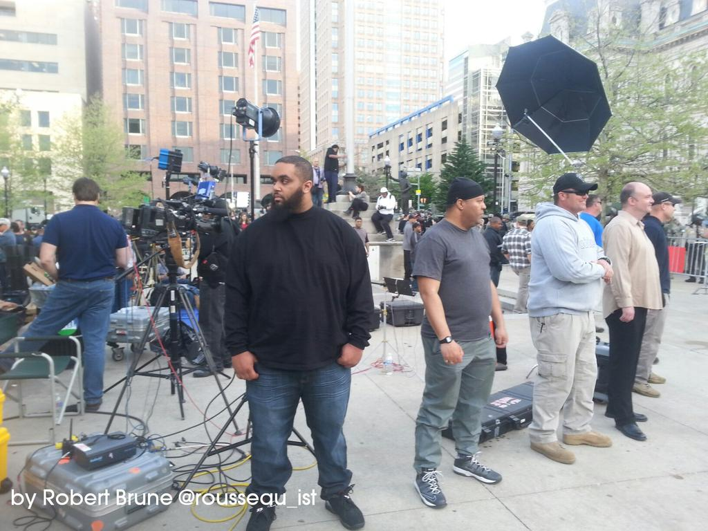 """CNN Has 15 Bodyguards  Producer says """"We Are Targets!""""  #BaltimoreUprising #FreddieGray   Wonder why that is...? http://t.co/iOXFjMeOlo"""