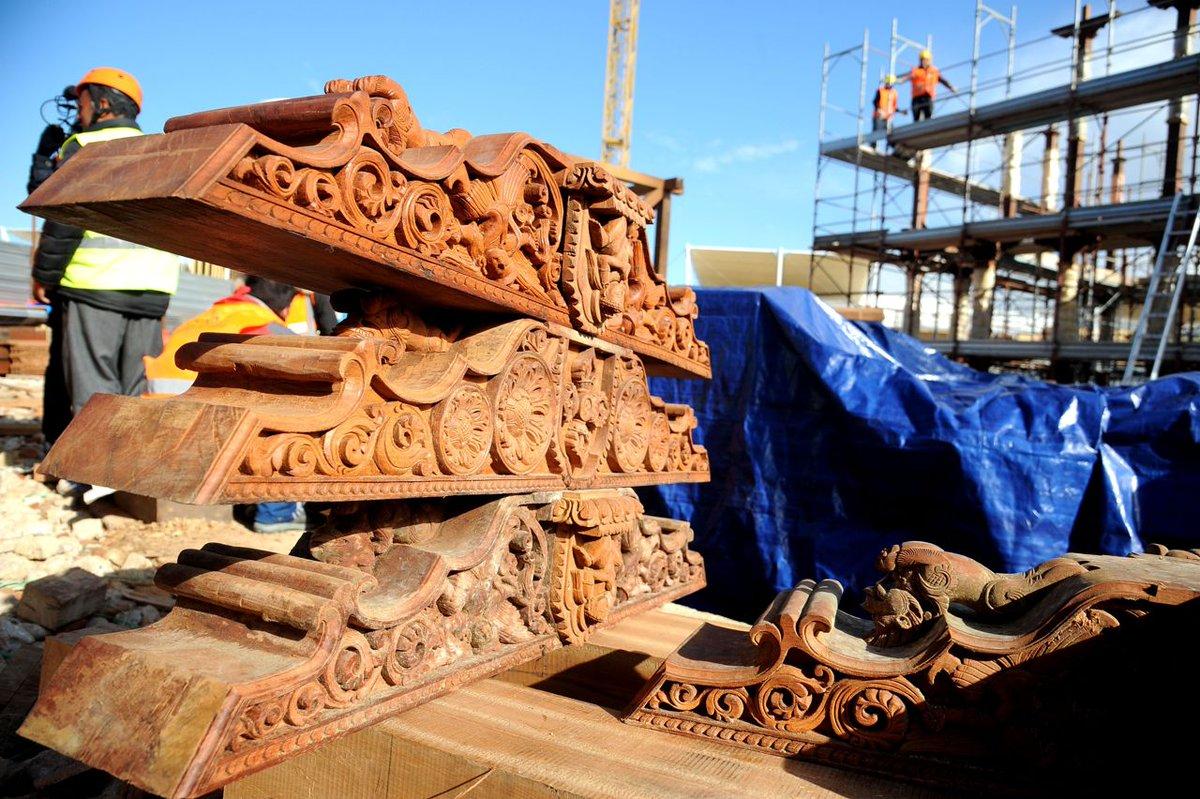 .@Expo2015Milano: il padiglione del #Nepal completato (gratis) dagli altri operai http://t.co/BhCGUqBPEV http://t.co/8OBMcNDa1X
