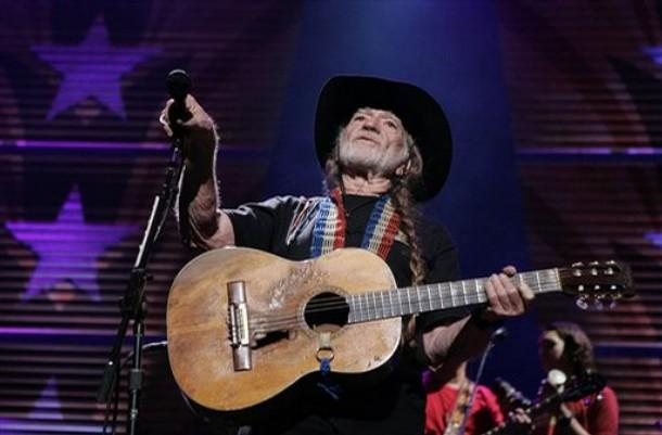 Happy Birthday @willienelson, who turns 82 today. Bet Trigger is by his side. http://t.co/IpBsY30hNT http://t.co/BqUGrvtMCb