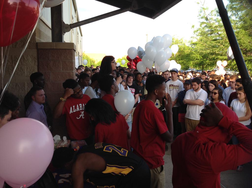 Vincent Ireland vigil #FlyHighVincent ..17 yr old was just accepted at Univ of Alabama..killed in crash Sun. @FOX4 http://t.co/Bb4J7tplqq