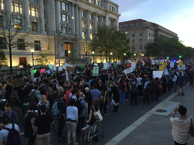 Protest in DC swells in the hundreds for #Baltimore #Freediegray #blacklivesmatter. Following to White House http://t.co/A2rtXEr1eu