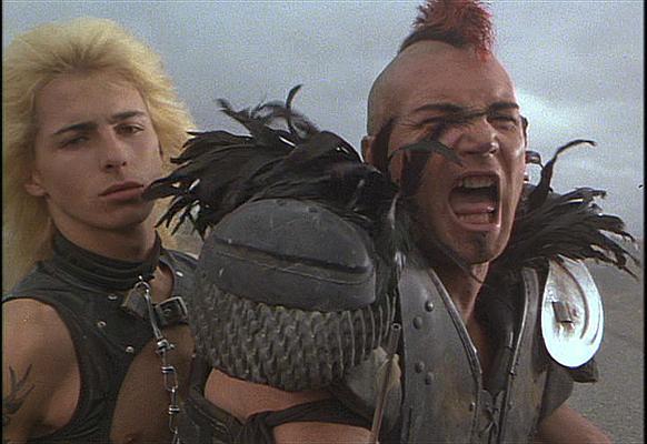 ジョージ・ミラー監督の『マッドマックス』→『ベイブ』→『ハッピーフィート』→『マッドマックス 怒りのデス・ロード』って作品遍歴に狂気を感じる。 http://t.co/Knh1GWMXiV