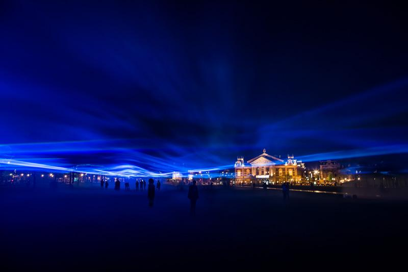 Daan Roosegaarde's virtual flood Waterlicht shows how high the water level would be without waterworks @museumplein: http://t.co/mQTdLjy8GY