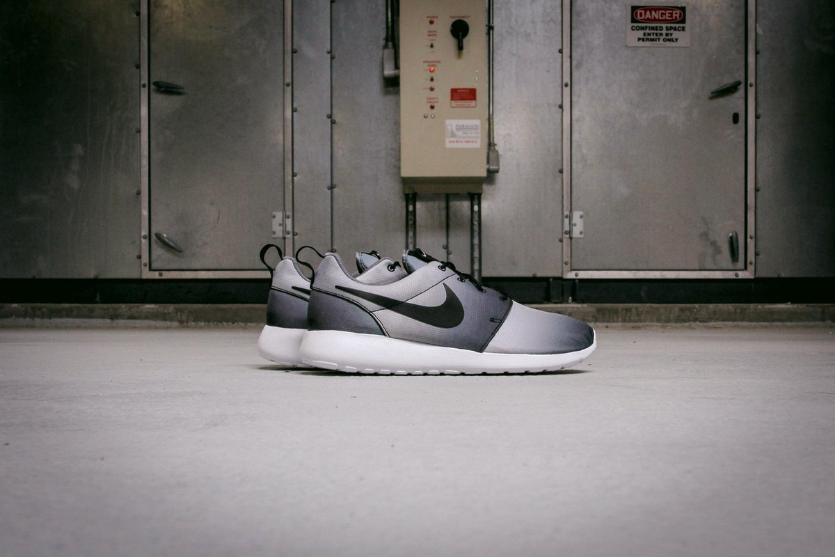 74d5b78667191 The Nike  Roshe One epitomizes simplicity. This print version is the