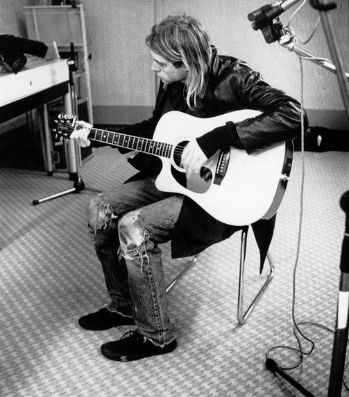 "kurdt kobain on Twitter: ""Kurt Cobain playing a Takamine ..."