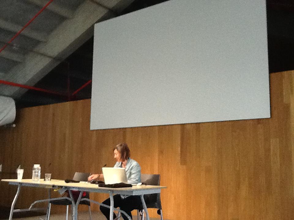 María José Sánchez Leiva sobre amistad y candidez, debates sobre emociones en espacio público #ordinaria3 http://t.co/PpDtHvKeln