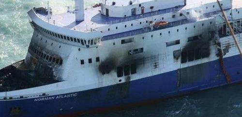 Incendio traghetto: 50 italiani a bordo, stanno tutti bene sulla motonave