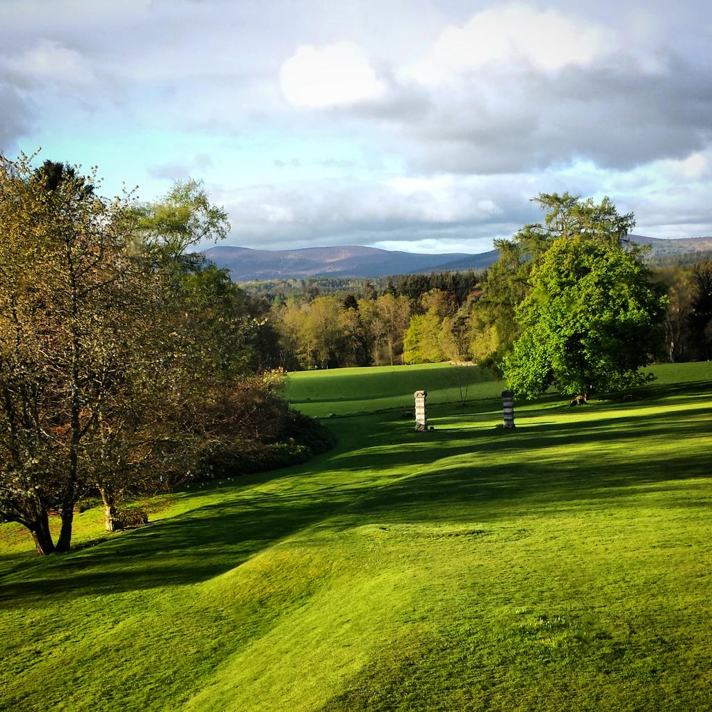 "Breathtaking view from ""Scolty"" at @RaemoirHouse across the Scottish hills. #Eyeopener #Scotland #Banchory http://t.co/Bq0CaDDE1T"