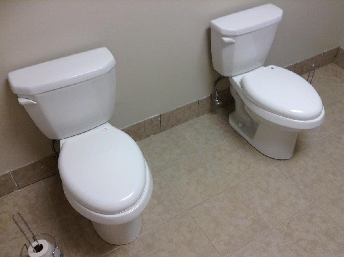 今日の会場、控室のトイレ。これ気まずい…よね(笑) pic.twitter.com/XbGBfZ2z6R