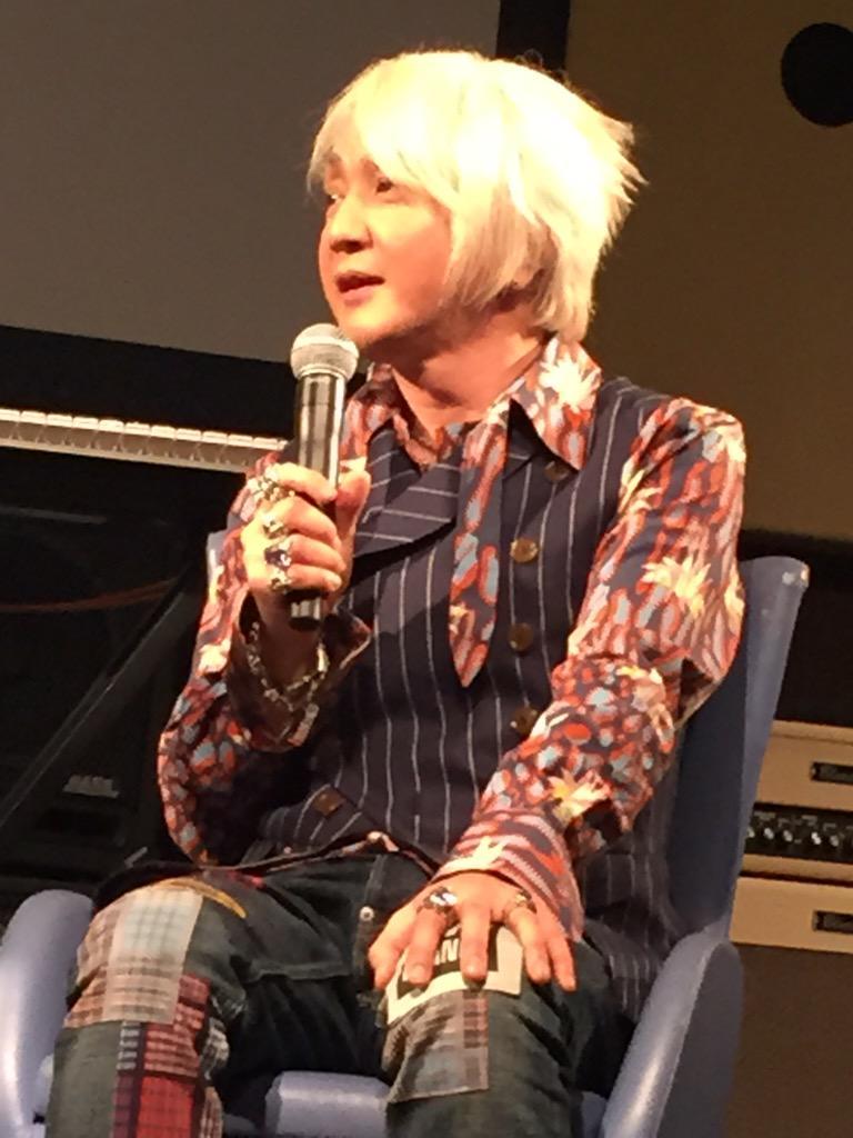 どうでも良いのですが…浅倉氏のコーデがスゴイ…… これはエリなのか何なのか…… http://t.co/s4v9wo0OtI