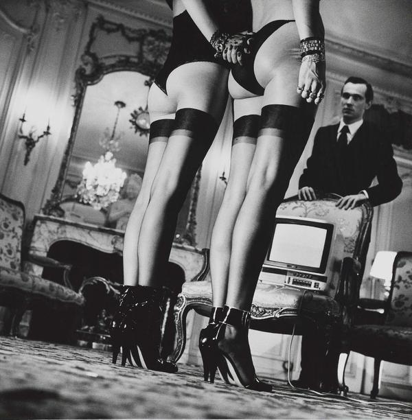 aucharbon on twitter helmut newton any photographer who says he 39 s not a voyeur is either. Black Bedroom Furniture Sets. Home Design Ideas