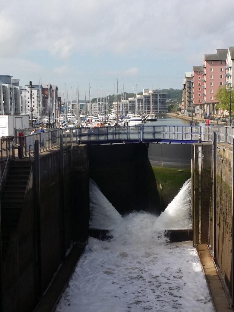 Look no water in the lock... http://t.co/t78wR1c9m4