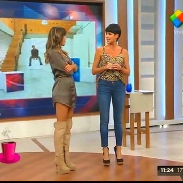 """@floppytesouro: @DesayunoTV #makeup y #peinado @CciCastro #FloppyStyle de miercoles bucaneras @laliramirez"" http://t.co/4RxfUhesTp"