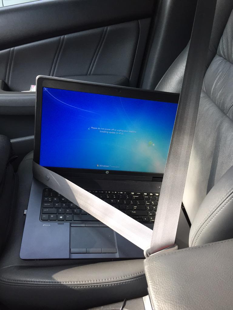 当你该关机去上课了而windows才开始更新的时候…… http://t.co/e62v9o6JKb