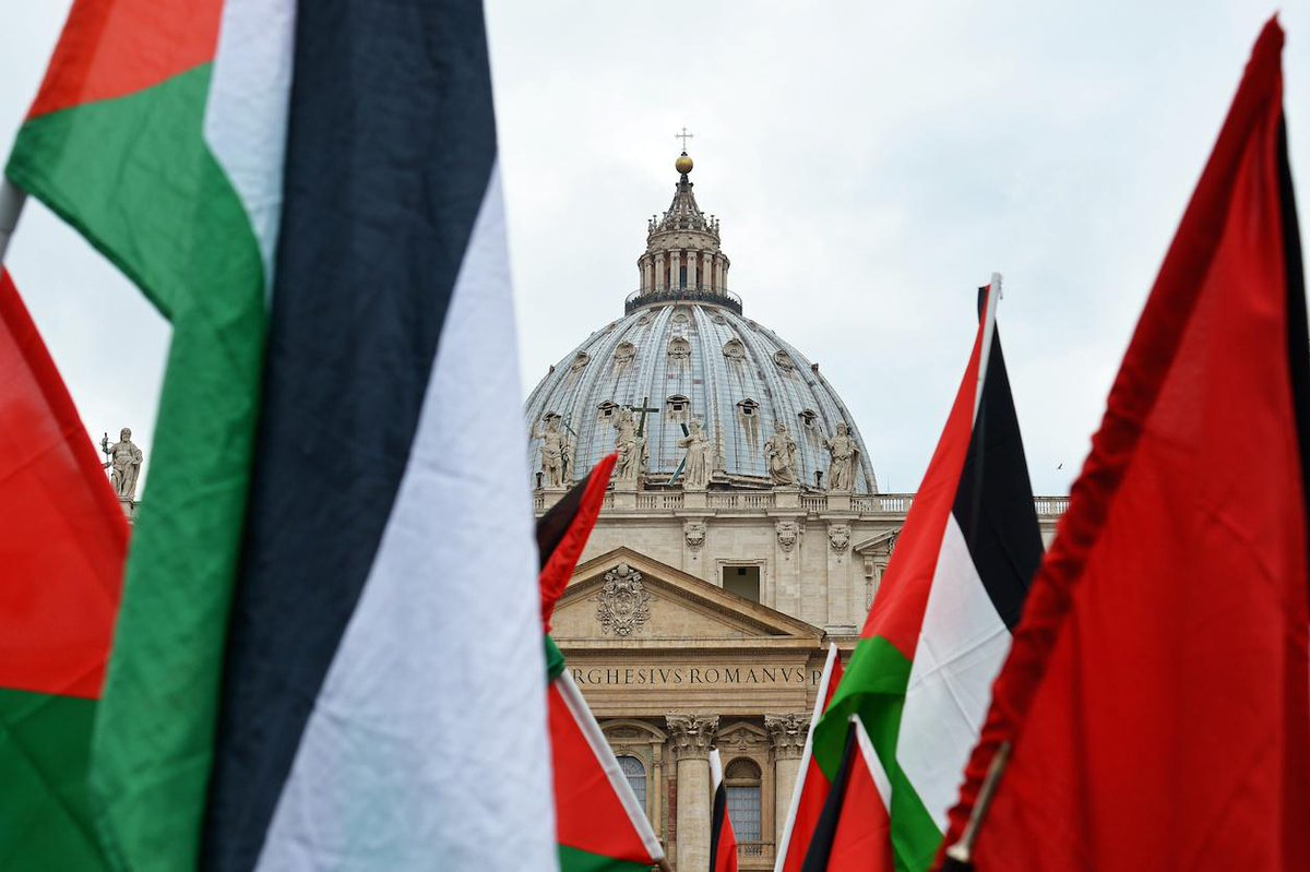 The #Vatican is now the 136th country to formally recognize #Palestine. http://t.co/ZCVbzgWx3u via @Reuters http://t.co/yAxFpZeVZI
