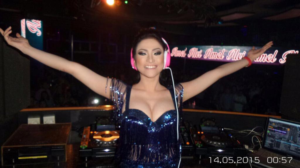 Foto Seksi Amel Alvi Nge-DJ Sampai Basah, Usai Tampil Langsung Menghilang
