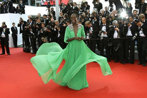 Fashion Watch: @Lupita_Nyongo wearing @gucci at #CannesFilmFestival #Cannes2015 #fashion http://t.co/cAQYBR8hLq