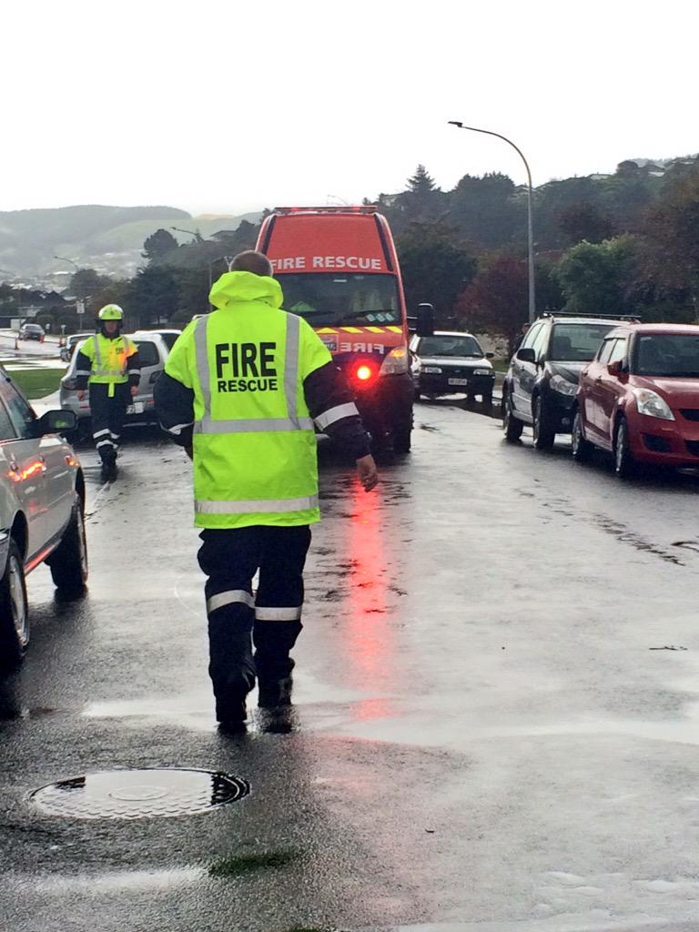 Huge shoutout to all emergency service personnel who are helping out today. @NZFireService @nzpolice @WgtnFree http://t.co/WD0BlyAYkd