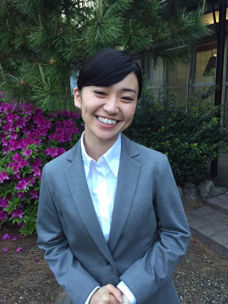 スーツ姿の大島優子