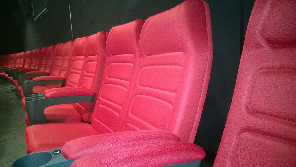 Rītvakar skatītājiem atkal atveram 3. auditoriju. Jaunums - pēdējā rindā divvietīgās sēdvietas. http://t.co/ScuixXFySp